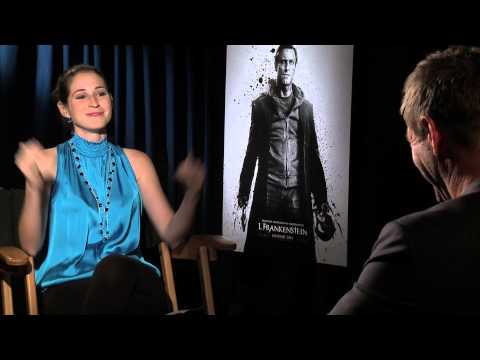Aaron Eckhart teaches reporter about Kali Stick Fighting- I, Frankenstein Image 1