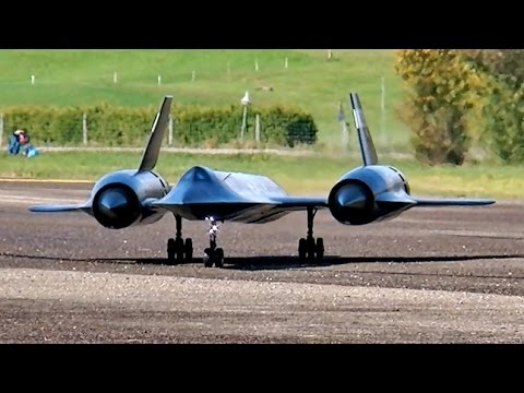 LOCKHEED SR-71 BLACKBIRD GIGANTIC RC SCALE MODEL JET FLIGHT DISPLAY / RC Airshow Hausen 2015