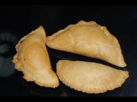 Kajjikayalu is another famous traditional dish in Andhra households during Telugu festivals. http://www.vahrehvah.com/kajjikaya Ingredients: pinch cardamom 10 number ...