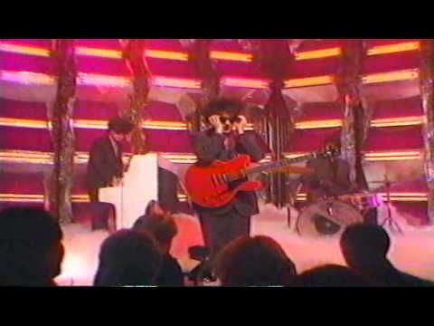 The Cure - The Lovecats (Top Of the Pops, 29th December 1983)