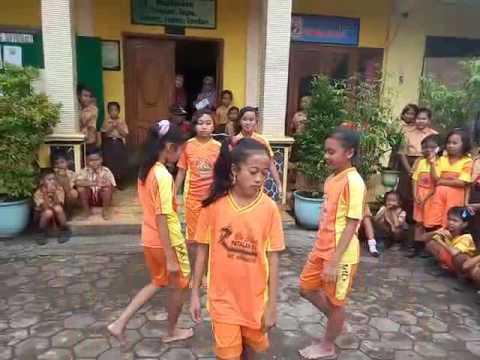 anak kelas 6 SDN patalan 1 dance