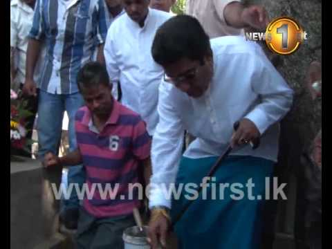 Mervin Silva digs his own grave in Borella cemetry 25.03.2014 Newsfirst.lk