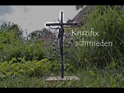 Kruzifix schmieden aus Schrott-  modernes Design in alter Technik