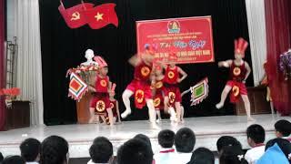 Múa dòng máu lạc hồng - lớp 5B giải nhất hội thi văn nghệ trường tiểu học Đông Lâm  năm học 17-18