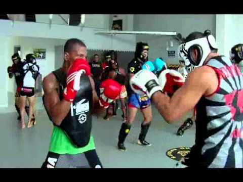 Treino de Muay Thai na Chute Boxe, fabrica de campeões - Brasil