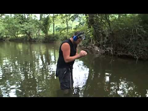 Metal Detecting in an old swimming hole !
