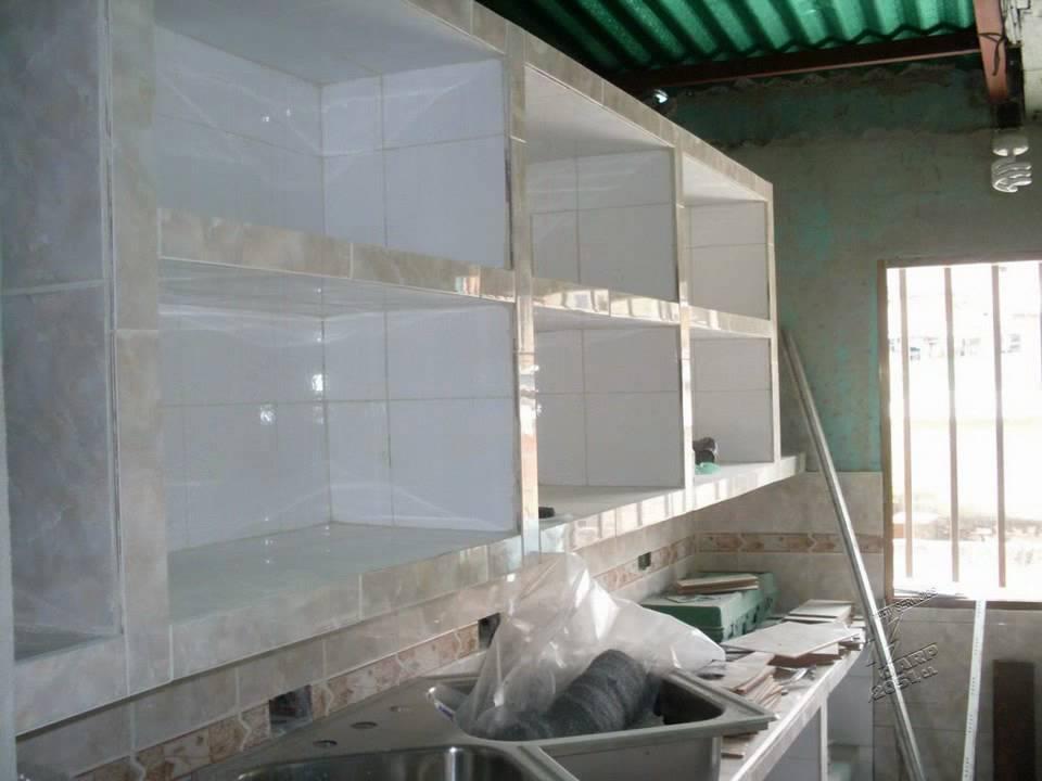 Construcci n de cocina empotrada en concreto y ceramica for Gabinetes en cemento
