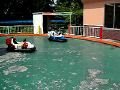 東山動植物園の遊園地、電動ゴーカート