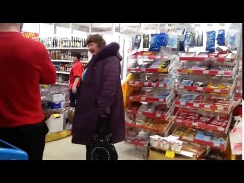 Неадыкватная бабка в магазине    Живем с ПРИКОЛОМ