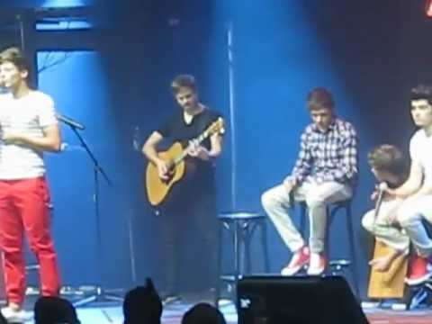 Solos & Torn - One Direction Concert Auckland, New Zealand video