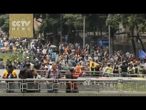 Protesters in Venezuela demand a recall referendum for President Maduro