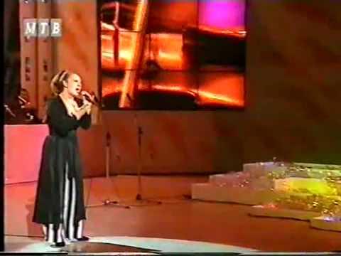 El 1994 Maja Odzaklijevska (se pronuncia Maya O-yak-lievska en Español) ganó el concurso de SkopjeFest, lo que le dio la posibilidad de representar a Macedon...