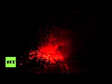 Ecuador: Tungurahua volcano spits lava into the night sky