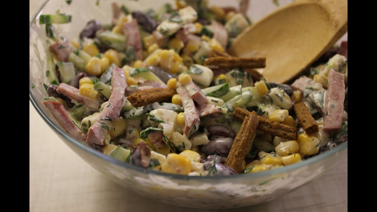 Рецепт салата из фасоли с сухариками и курицей с пошагово