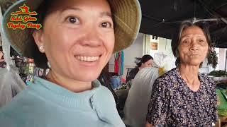 Chị Maggie Nguyen ở Mỹ gởi tiền biếu dì Dục bán rau chợ Nhật Tảo