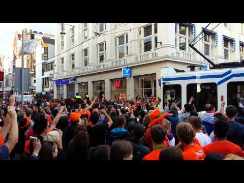 Leidseplein going berzerko after Dutch beat Mexico