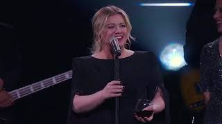 Kelly Clarkson A Minute A Glass Of Wine Live In Tulsa Ok