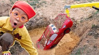 Car for kids Lightning Mcqueen Car Wash after Falls into Mud Rescued by firetruck with Dave Mario