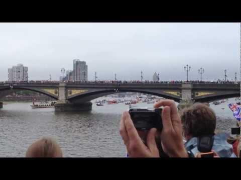 Queen's Diamond Jubilee River Pageant Battersea Bridge, Chelsea