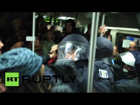 Police/protest scuffles over Berlin refugee camp