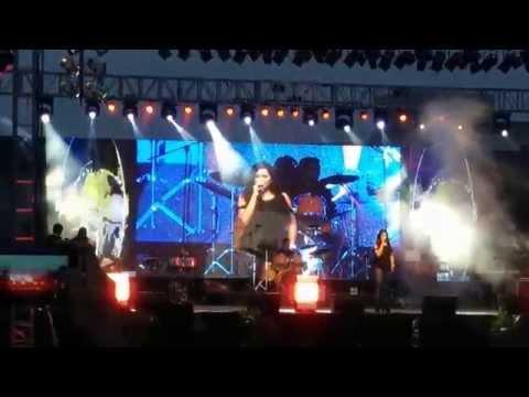 Shreya Ghoshal's Live Concert - Infosys Bangalore Dec 19th 2014 (Sun Raha Hai Na Tu)