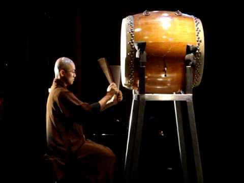 Buddhist Drumming (đánh trống)