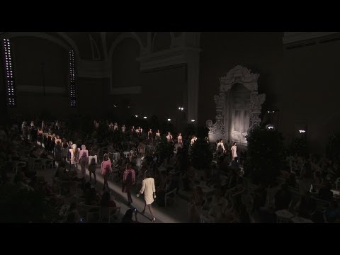 CHANEL Haute Couture Fall-Winter 2012/13 – Video of the show