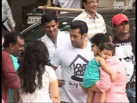 Salman Khan Outside His House On Eid Morning. video