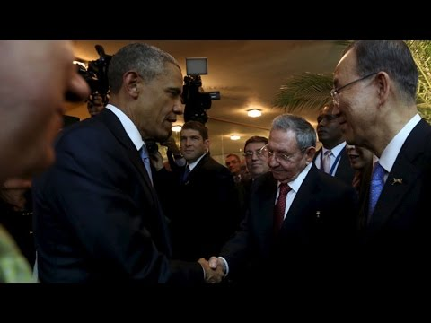 Obama & Castro shake hands during historic encounter