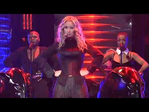 Iggy Azalea Performs 'Beg For It' on SNL