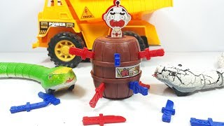 Bộ đồ chơi hải tặc Lucky Stab mini - chơi cùng 2 con rắn trắng và xanh đồ chơi