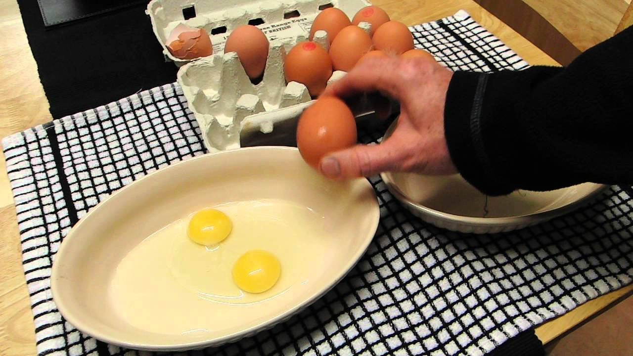 how to get yolk from egg easy