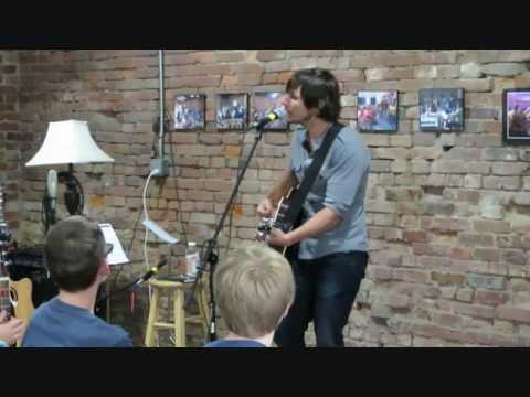 Charlie Worsham performs 'Cut Your Groove' at the Quest Center 052816