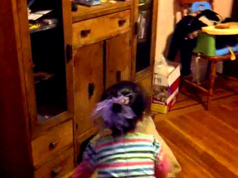 Little girl saying frog * but really is saying fuck*