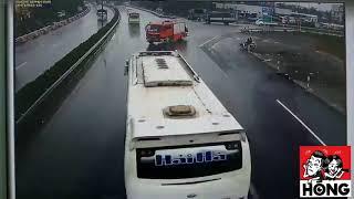 Tình huống tai nạn giữa xe cứu hỏa và xe khách trên cao tốc Pháp Vân - Cầu Giẽ