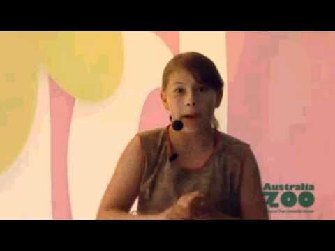 Bindi Irwin - Singing, Dancing and the Croc Show