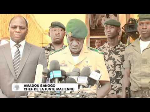 Mali : Amadou Sanogo propose de rétablir la constitution de la République du Mali.