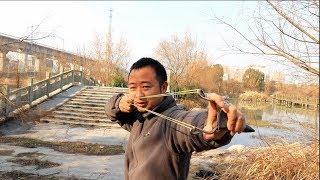 小时候做的弹弓太弱了,教你们新方法制作弹弓