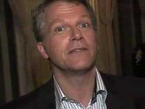 Wouter Bos geeft aan waarom hij Hyves zo leuk vindt. Kijk op www.waarompvda.nl waarom je op de PvdA moest stemmen.