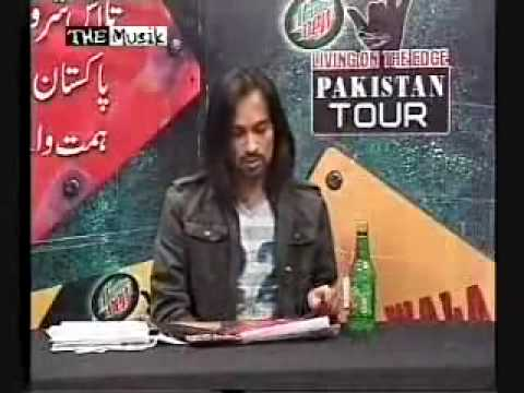 daring dirl in pakistan at waqar zaka show