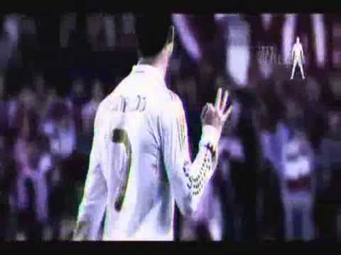 cristinao  ronaldo dribling and shoots