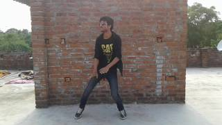 Ankhiyon se goli mare Govinda dance
