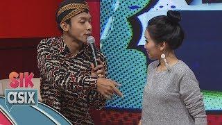 Download Lagu Ciee...  Ayu Ting Ting Dirayu Alif Rizki Pakai Lagu Akad Bahasa Jawa - Sik Asix (4/11) Gratis STAFABAND