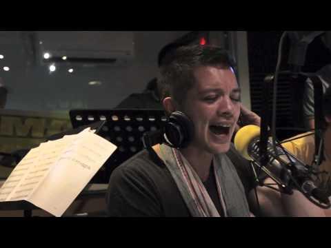 Magic 89.9 Boys Night Out: Bamboo sings Elesi