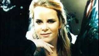 Watch Mary Chapin Carpenter Goodbye Again video