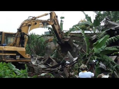 Shacks demolished after Cameroon floods