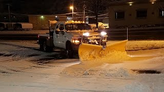 PLOWING SNOW IN THE NEW TRUCK. MEYER V-PLOW