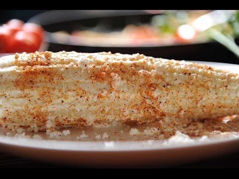 Elotes cocidos con mantequilla, crema y mayonesa