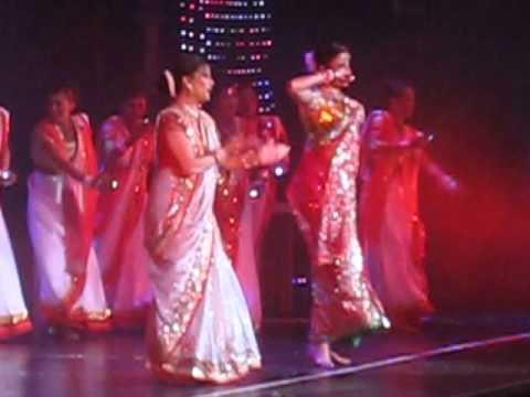 Aishwarya Rai & Madhuri Dixit at Unforgettables Concert in New York (Dola Re)