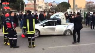 Akhisar'da İlginç Bir Kaza  Araç Hurdaya Döndü
